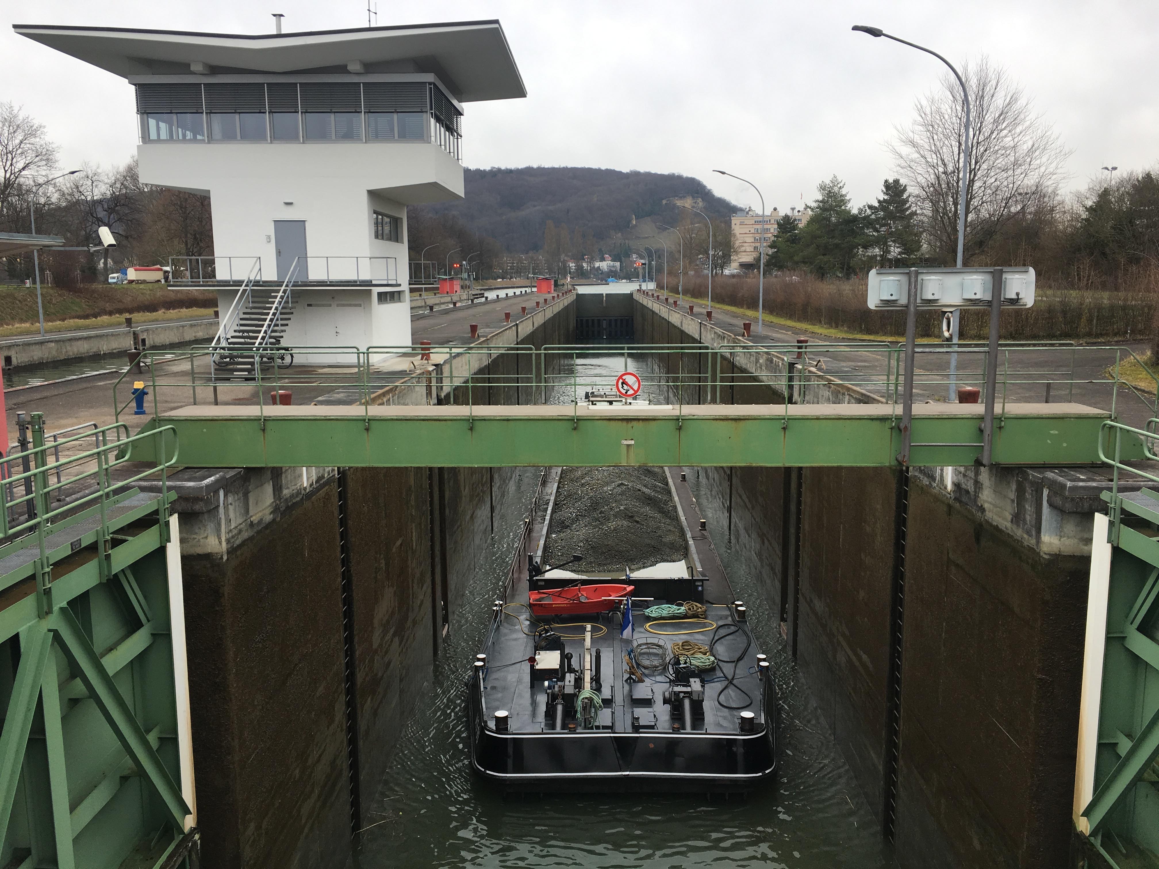 Auf dem Rhein von Basel bis zum IJsselmeer Schleuse Birsfelden